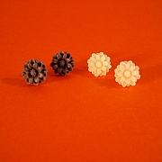 Hvid eller m�rk lilla lille blomst