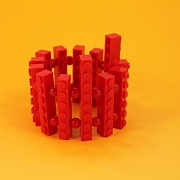 R�dt asymmetrisk Lego armb�nd