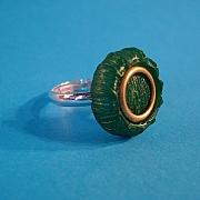 Knapring - gr�n med guldcirkel